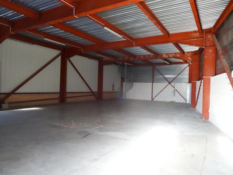Velaux entrepôt industriel de 215m² avec parking