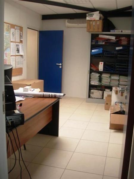 Bureaux et entrepôt avec stationnement privatif VELAUX