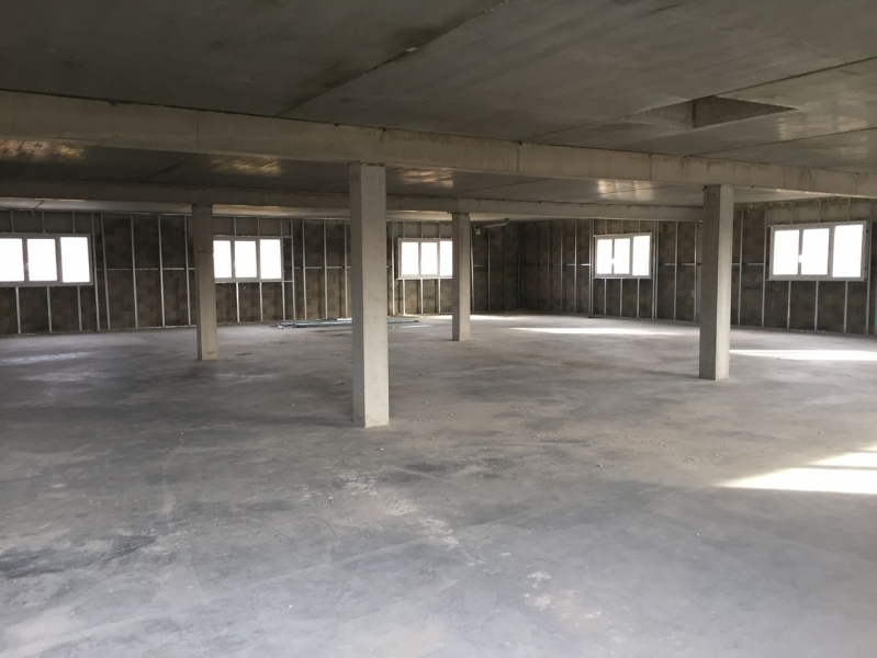 Eguilles immeuble neuf comprenant entrepôts et bureaux divisibles