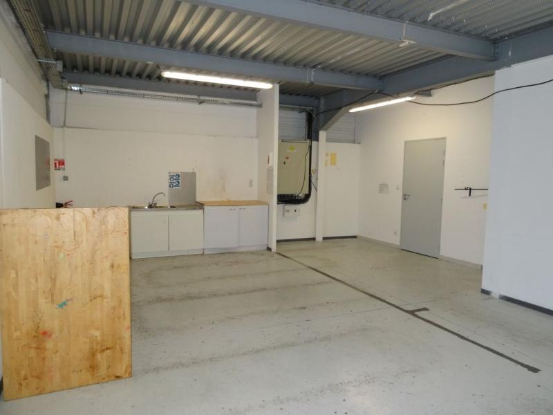 Velaux à louer entrepôt avec bureaux et parking