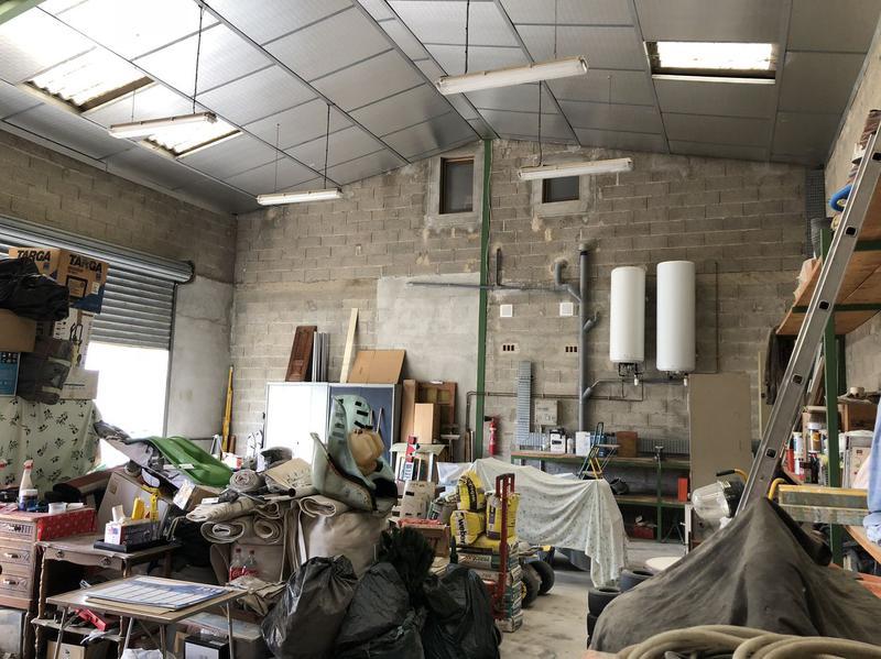 Locaux d'activités avec logement de fonction et résiduel de construction - Photo 1