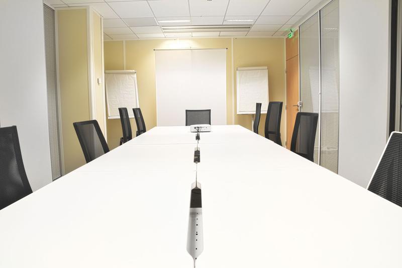 Bureaux privatifs et Coworking Clichy - Immeuble moderne équipé - Photo 1