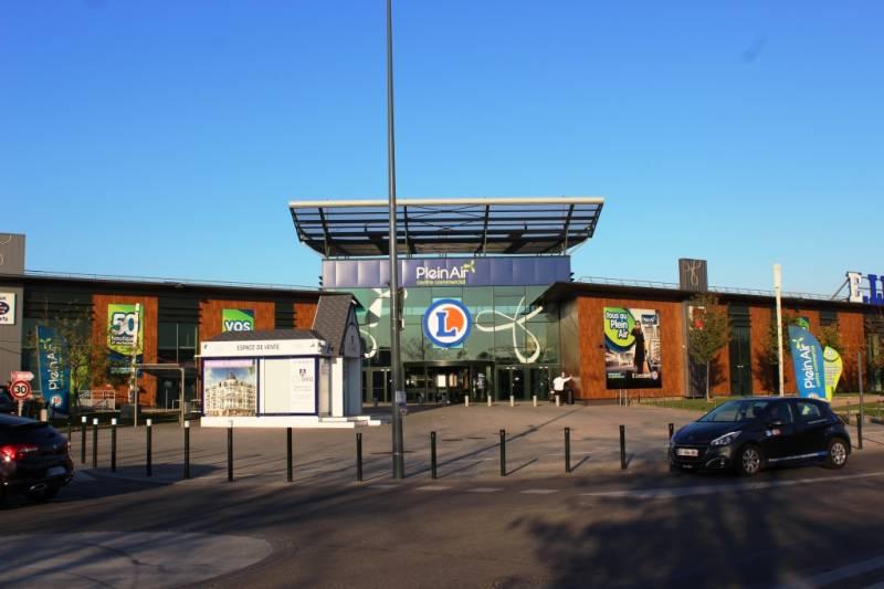 Locaux commerciaux au Centre Commercial Plein Air au Blanc Mesnil - Photo 1