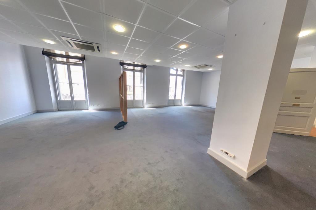 location bureaux cannes 06400 167m2. Black Bedroom Furniture Sets. Home Design Ideas