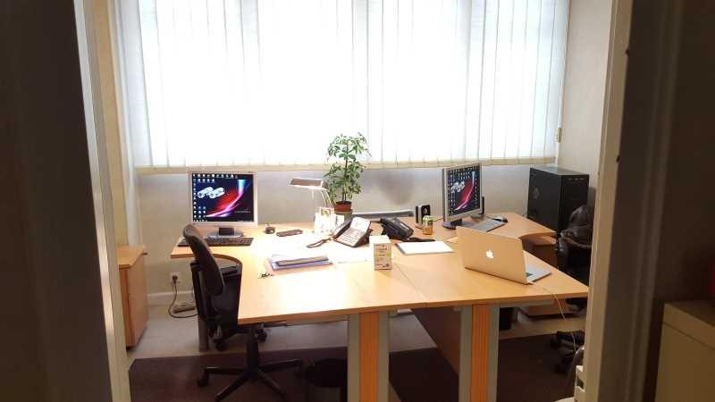 le bureau suresnes le bar picture of au bureau suresnes tripadvisor au bureau suresnes. Black Bedroom Furniture Sets. Home Design Ideas