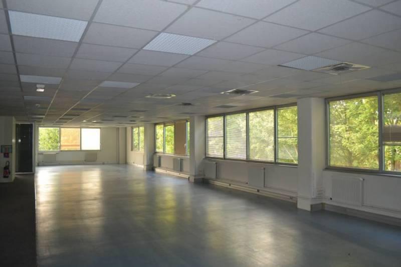 Plateau de bureaux 579 m² - VILLEPINTE - Photo 1