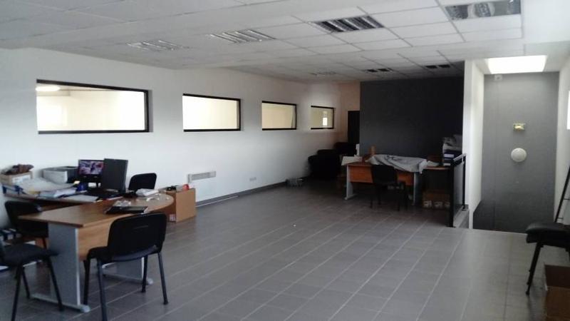 Local d'activités 575 m² Saint Gratien - Photo 1