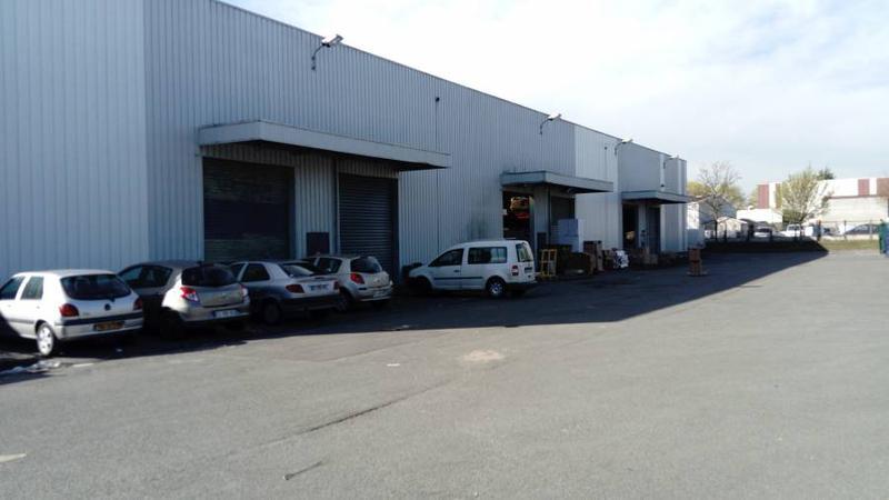 Local d'activités 977 m² SARTROUVILLE - Photo 1