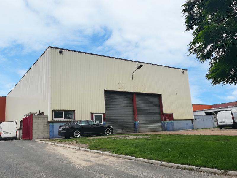 Local d'activités 573 m² Saint Ouen l'Aumône - Photo 1