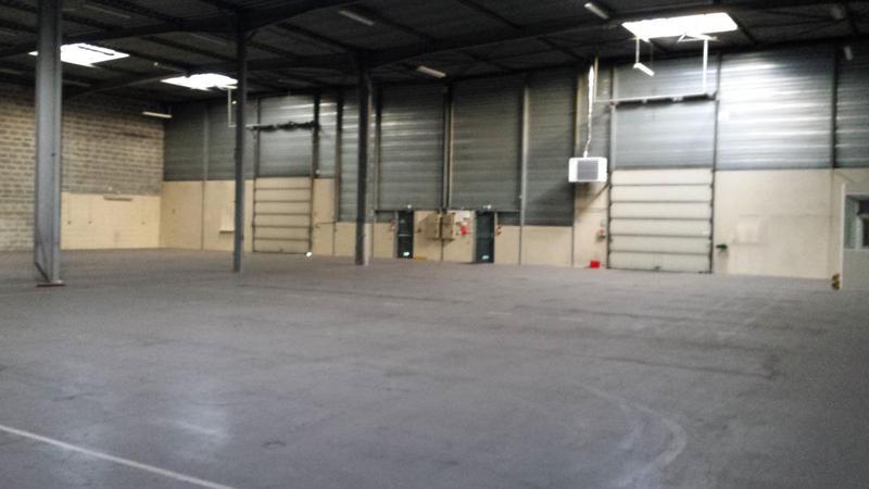 Entrepôts 1 046 m² SARTROUVILLE - Photo 1