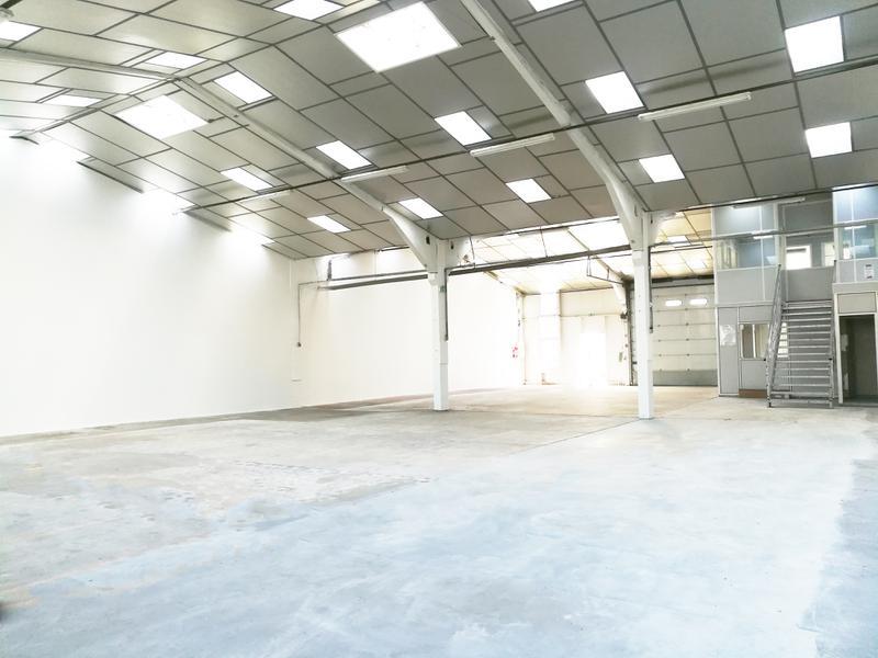 Local d'activités 482 m² SAINT-OUEN-L'AUMÔNE - Photo 1