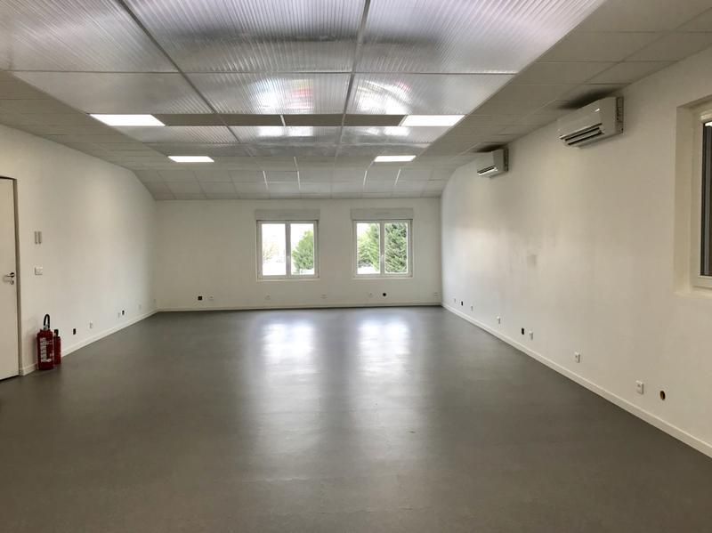 Bureaux 78 m² ENNERY - Photo 1