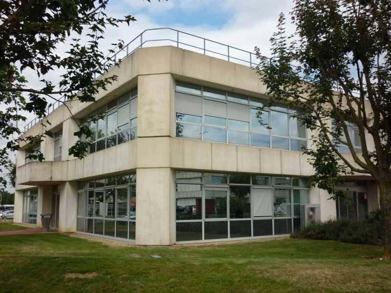 Location bureaux paray vieille poste 91550 3 173m2 id for Piscine paray vieille poste