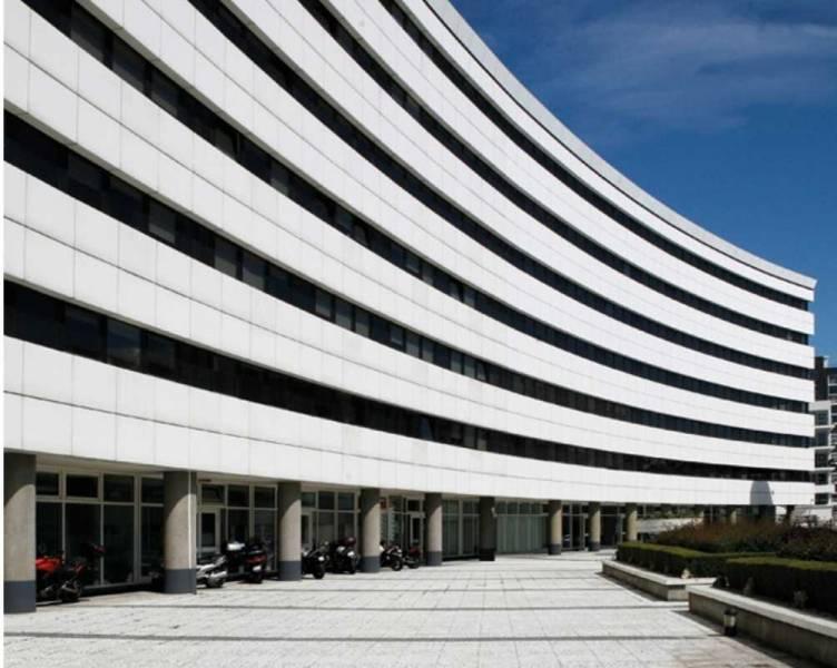Location bureaux saint denis 93200 1 221m2 for Garage bon accueil saint denis
