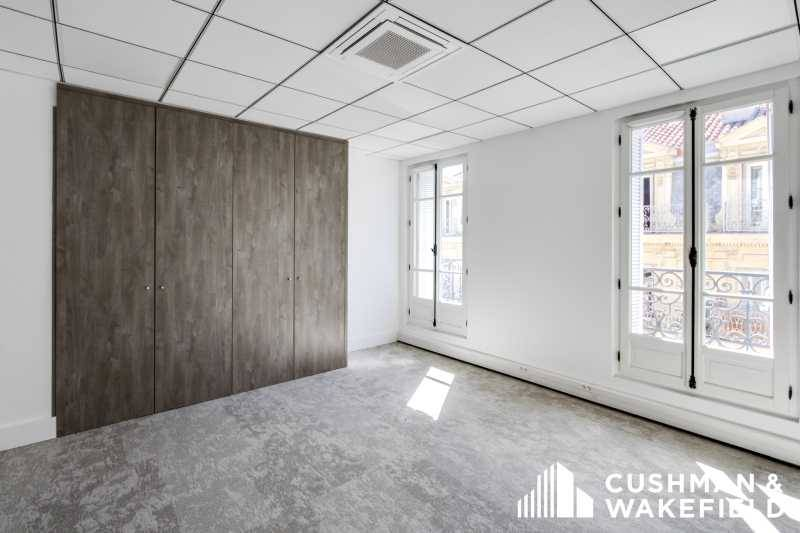 location bureaux marseille 13001 200m2. Black Bedroom Furniture Sets. Home Design Ideas