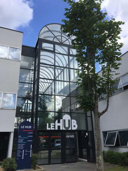 A LOUER, LE HUB - Photo 1