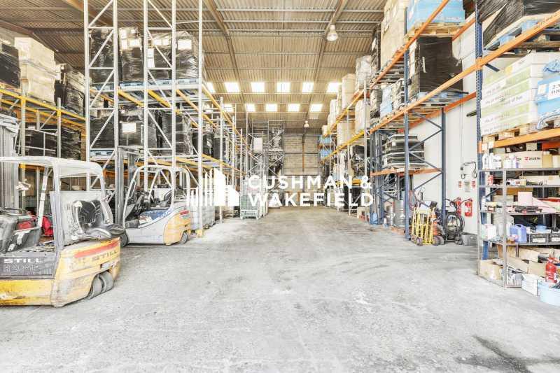 A LOUER, ENTREPOT 1300 m² - Photo 1