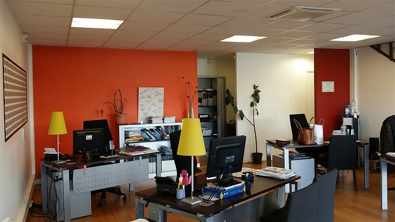A louer commerces et bureaux - Axe passant Pessac Bordeaux Centre - Photo 1
