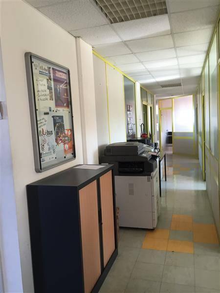 Location bureaux salon de provence 13300 82m2 for 13300 salon de provence