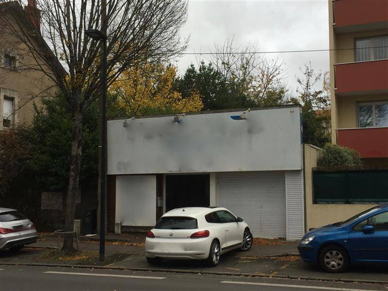 Location commerces nantes 44300 147m2 for Location garage nantes 44300