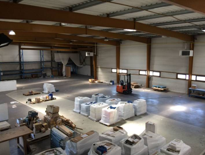 Location entrep t nantes 44300 1 230m2 for Location garage nantes 44300