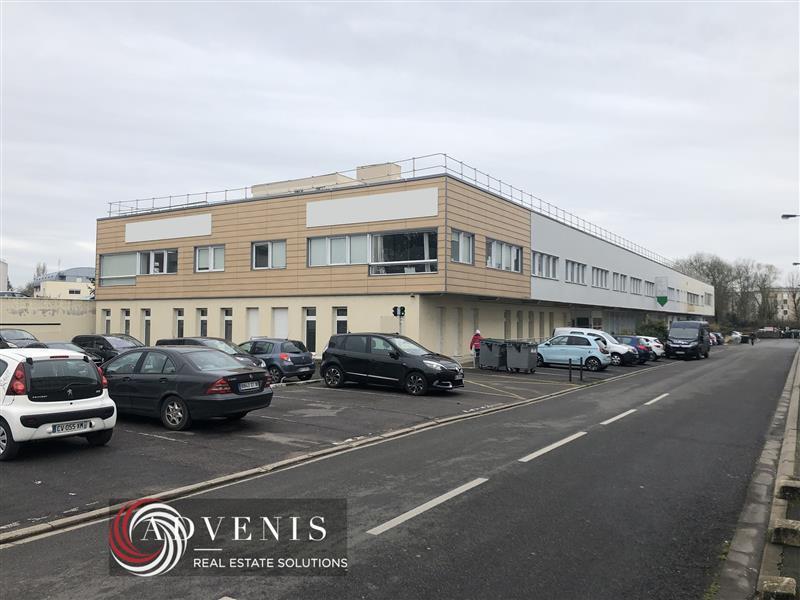 Bureaux occupés de 1850 m² sur 2 niveaux en vente investisseur à Bourges - Photo 1