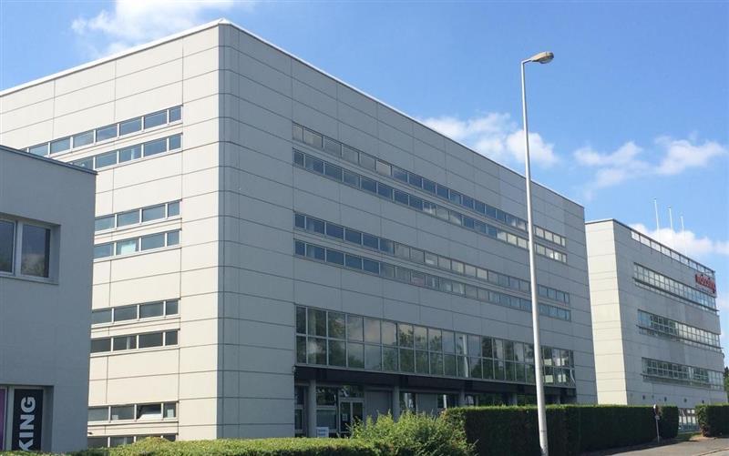 Bureaux divisibles de 156 m² à 737 m², à louer ou à vendre à proximité de Tours - Photo 1
