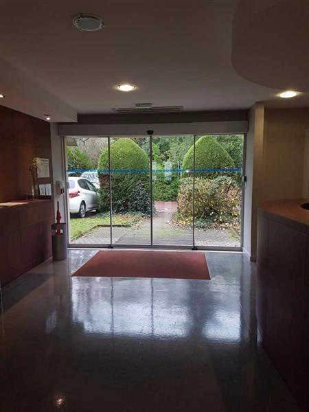 Bureaux d'environ 408 m² divisibles, disponibles immédiatement à la location - Photo 1