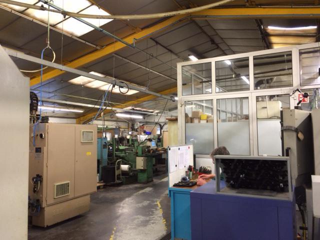 Atelier avec bureaux d'environ 1 200 m² dans la périphérie de Tours - Photo 1