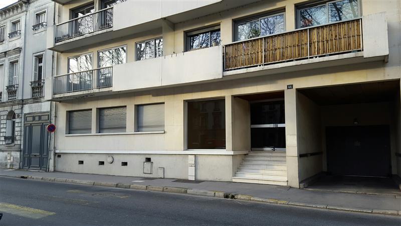 Bureaux d'environ 117 m² à vendre à Tours, disponibles immédiatement - Photo 1
