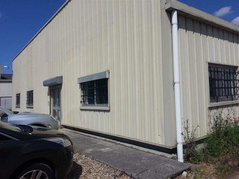 LOCAUX D'ACTIVITES ET BUREAUX D'ENVIRON 1 111 m² à vendre à louer, sur la commune de LA RICHE - Photo 1