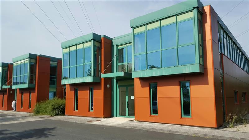Plateaux rénovés à louer à Tours Nord, situés en RDC ou 1er étage d'un immeuble de bureaux - Photo 1