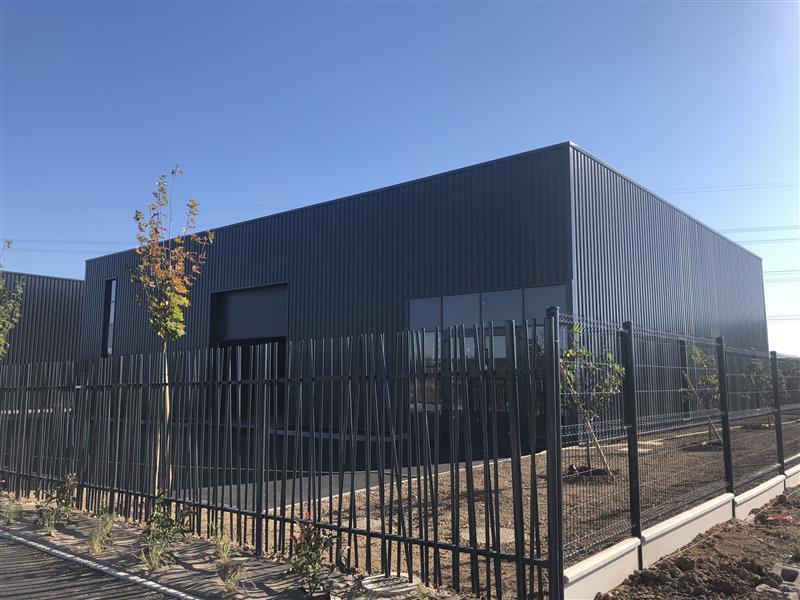 LOCAUX D'ACTIVITES D'ENVIRON 530 m², proposés à la location à Joué les Tours - Photo 1