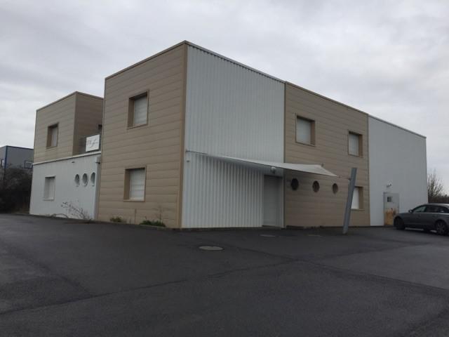 Local d'activités et bureaux d'environ 514 m² à louer et à vendre à Rochecorbon (Nord de Tours) - Photo 1