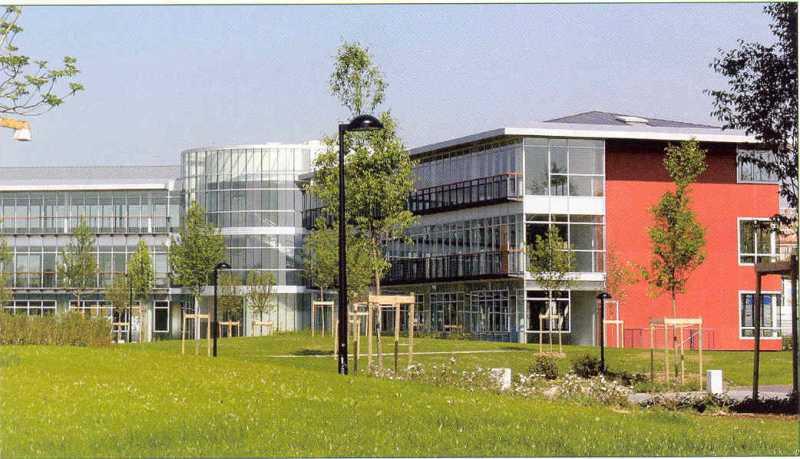 Location Bureaux Voisins Le Bretonneux 78960 - Photo 1
