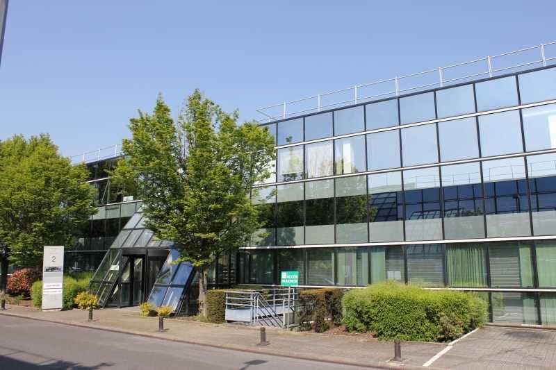 Vente bureaux roissy en france 95700 1 717m2 for Vente en location