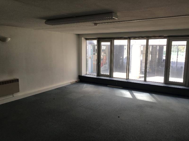 location bureaux clermont ferrand 63000 140m2. Black Bedroom Furniture Sets. Home Design Ideas