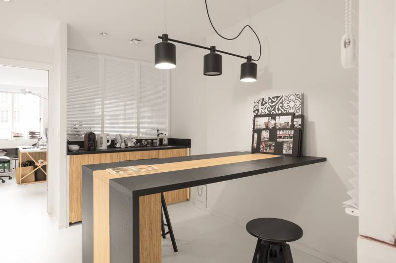 A LOUER POSTES - ESPACE CO-WORKING - QUARTIER MALESHERBES/WAGRAM