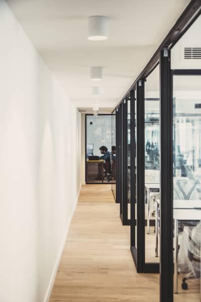 Un poste de travail dans Open-space de 8 personnes
