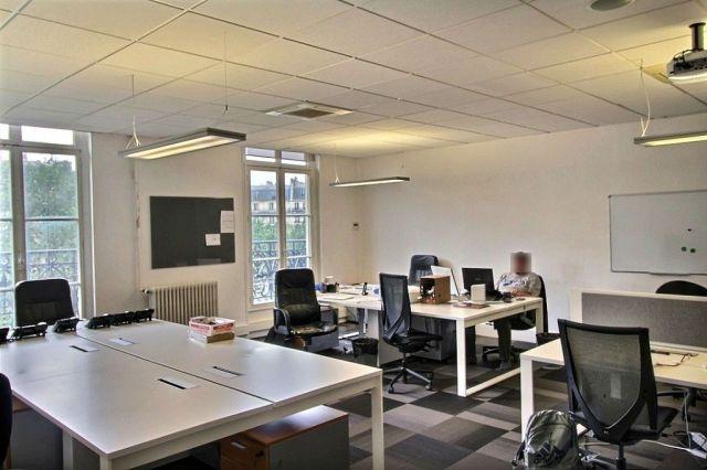 location bureaux paris 75011 358m2. Black Bedroom Furniture Sets. Home Design Ideas