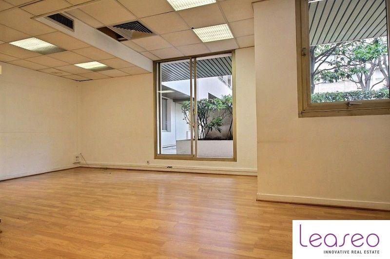 location bureaux paris 75016 360m2. Black Bedroom Furniture Sets. Home Design Ideas