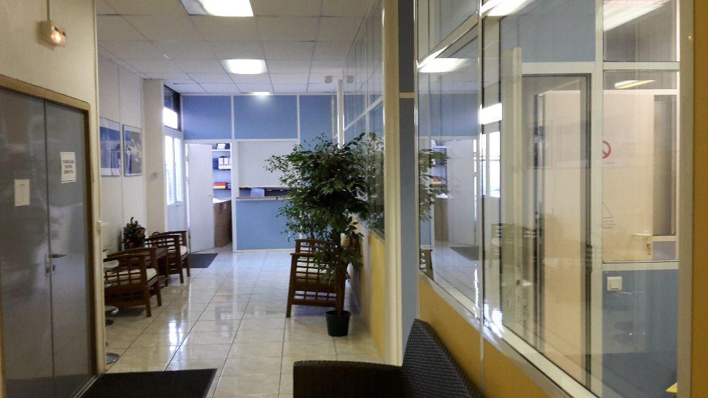A vendre Entrepôt-Bureaux 582 m² à Villiers sur Marne - Photo 1