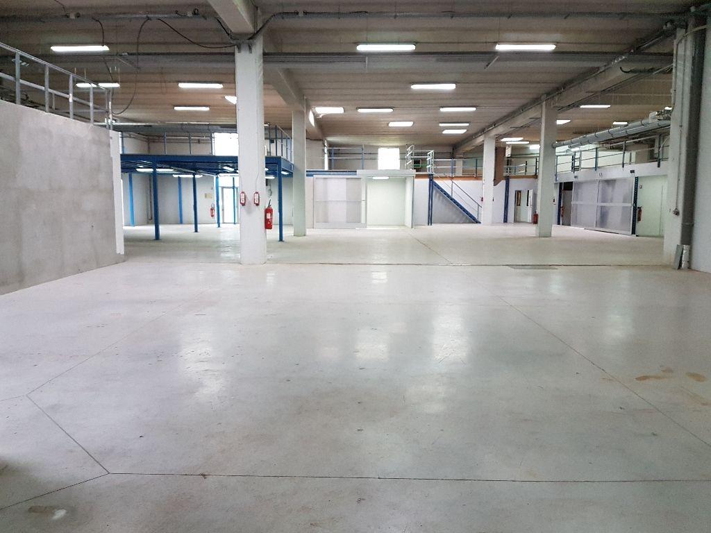 A vendre Local d'activité de 1240 m² à Marolles En Brie - Photo 1