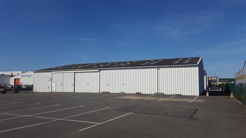 Local d'activités d'environ 900 m² à louer en ZI Ouest à Rennes - Photo 1