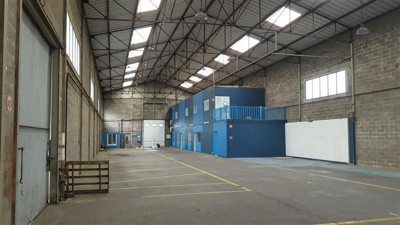 Local d'activités d'environ 736 m² à louer en ZI Ouest à Rennes - Photo 1