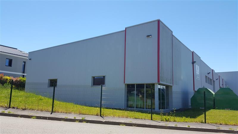 Local d'activités d'environ 1118 m² à louer à Pacé - Photo 1