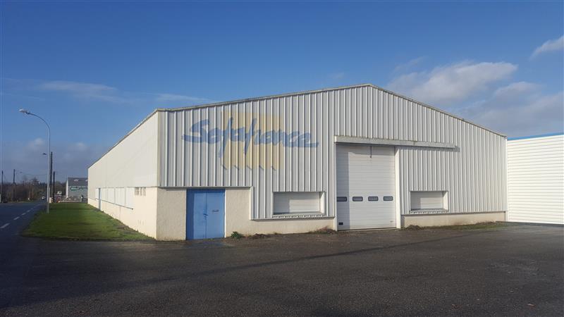 Local d'activités d'environ 2035 m² à vendre au nord-est de Vitré - Photo 1