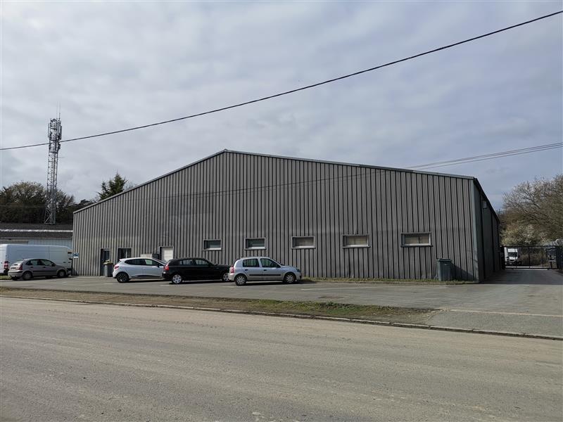 Local d'activités de 918 m² à vendre - Photo 1