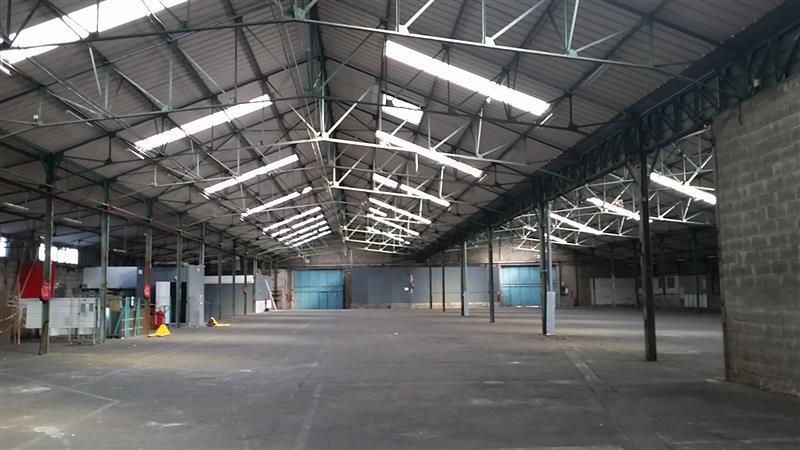 Locaux d'activités de 2000 à 5941 m² - Photo 1