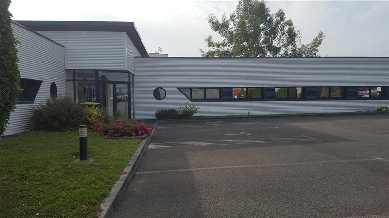A louer / A vendre immeuble de bureaux indépendant de 450 m² à Lamballe avec accès direct à la RN12 - Photo 1